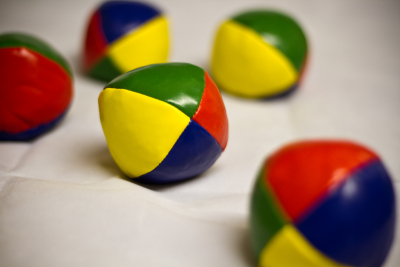 Juggling balls by Marlon Bunday via Flickr